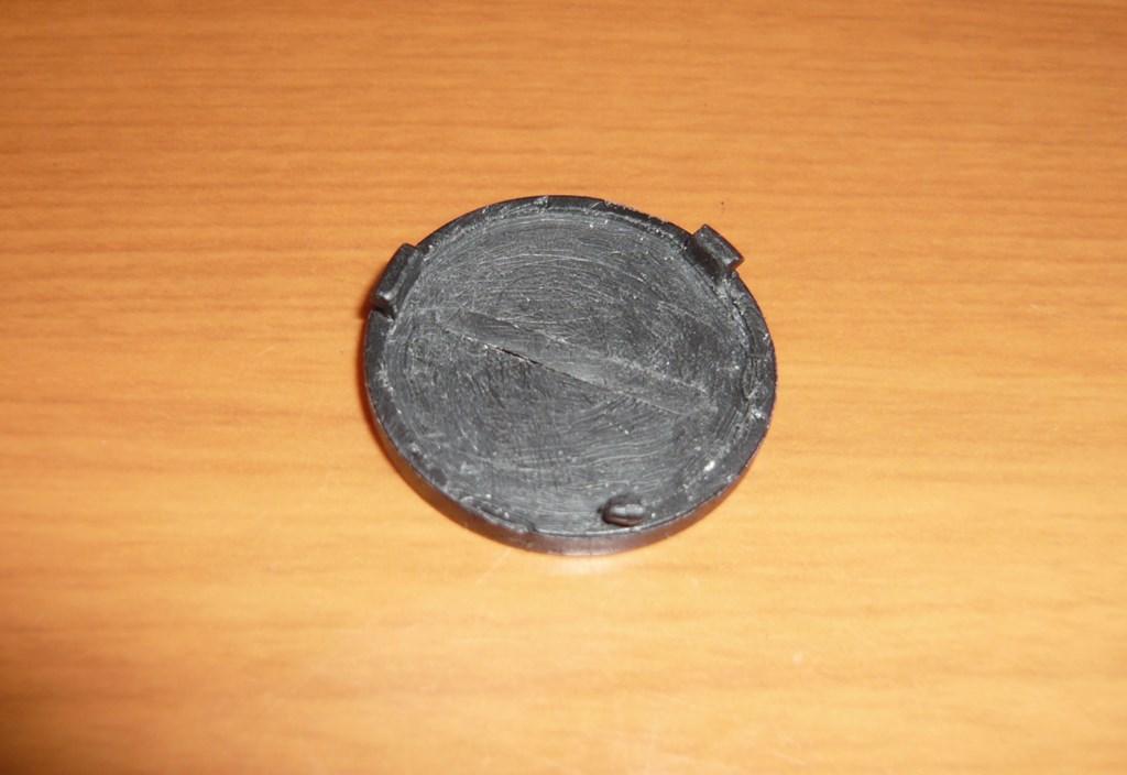 削りこんだLAT-RC01BKの裏蓋